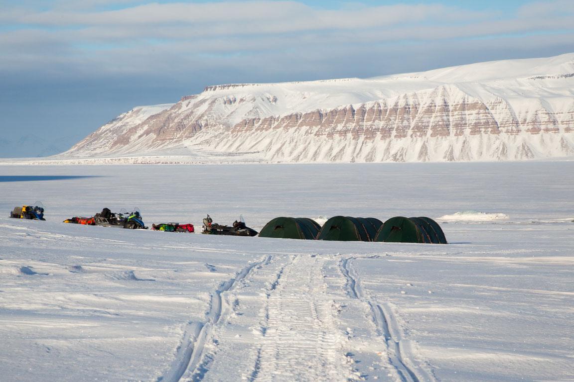 Tältplats med utsikt över fjorden