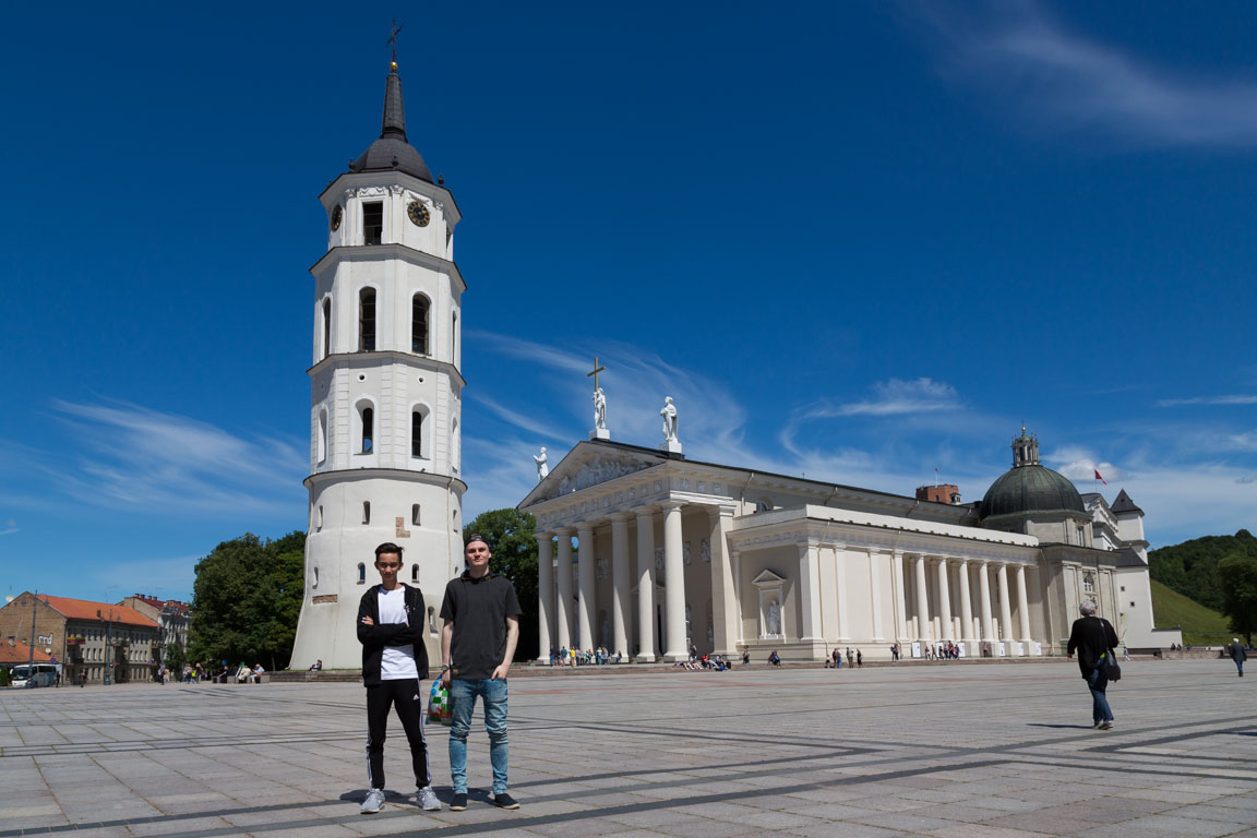 Grabbarna utanför katedralen