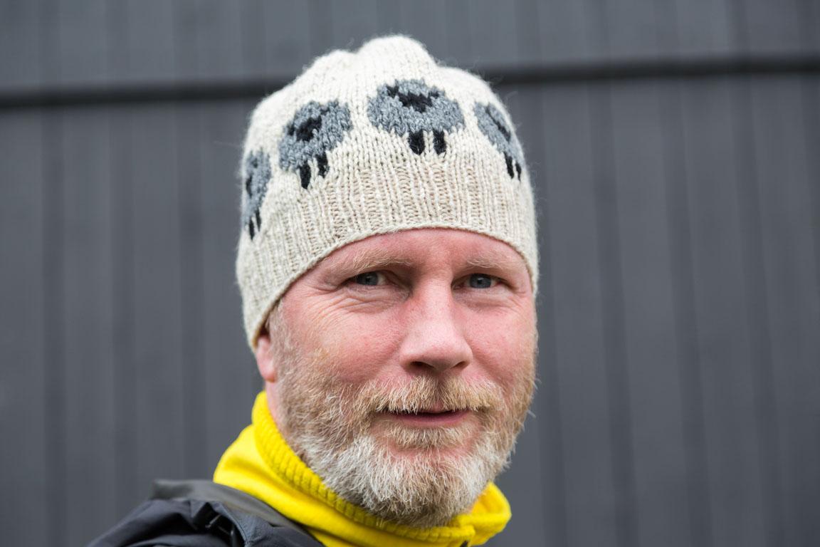 Jag i min nyköpta fårullsmössa från Tjørnuvík