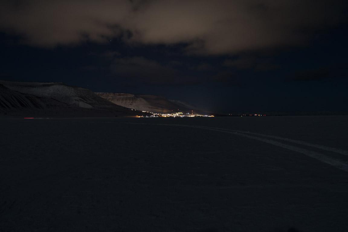 Longyearbyen på avstånd