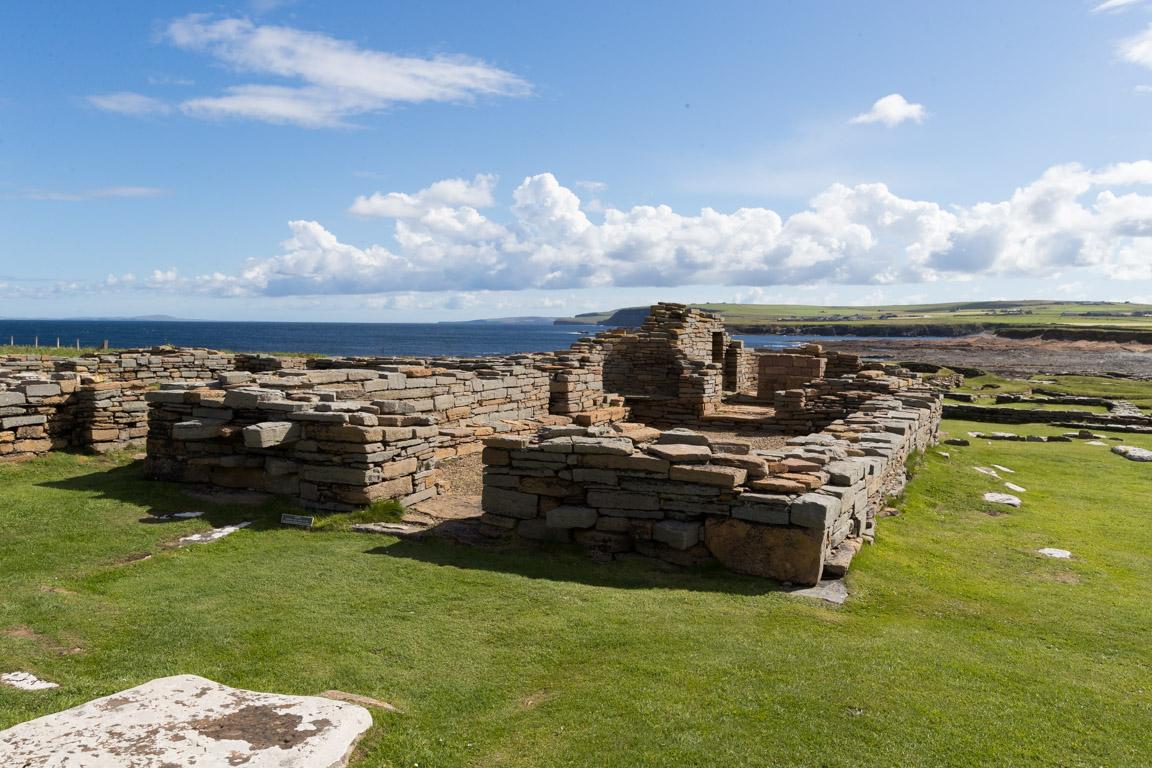 Ruiner från kyrka och kloster som använts på 1100-talet