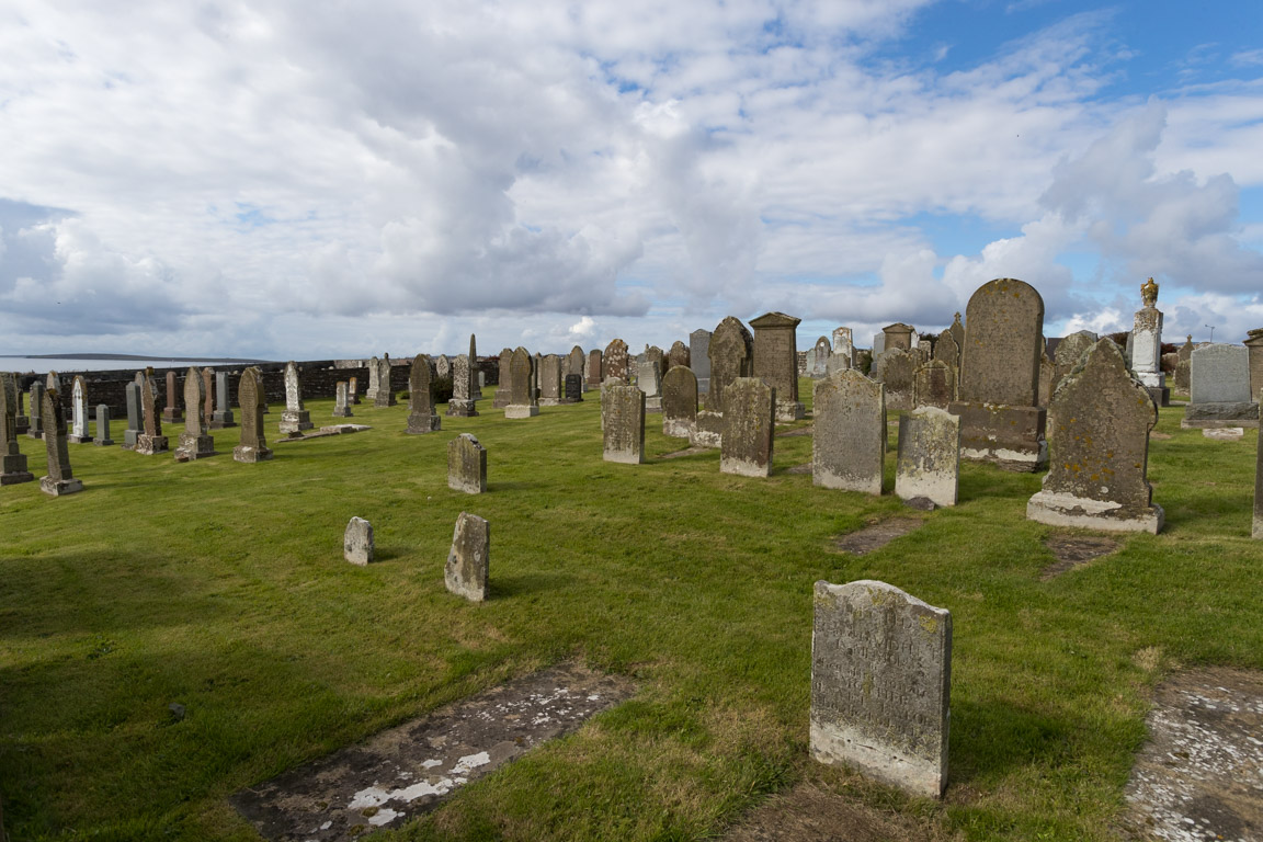 Gammal kyrkogård vid Orphir Round Church