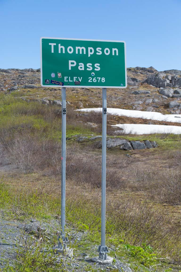 Thomson Pass skylt