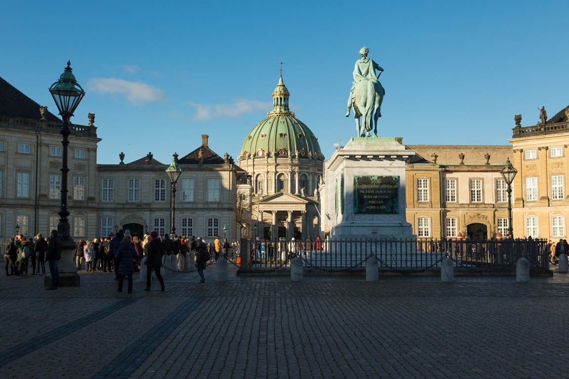 Ryttarstatyn med Fredrik V och Marmorkyrkan/Fredriks kyrka i bakgrunden
