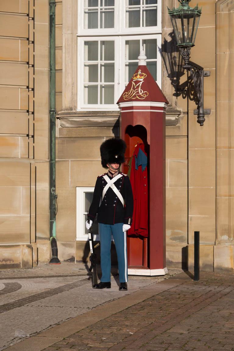 Vakt utanför Christian VIII's palats