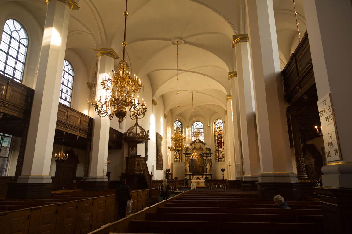 Inuti Heliga andens kyrka
