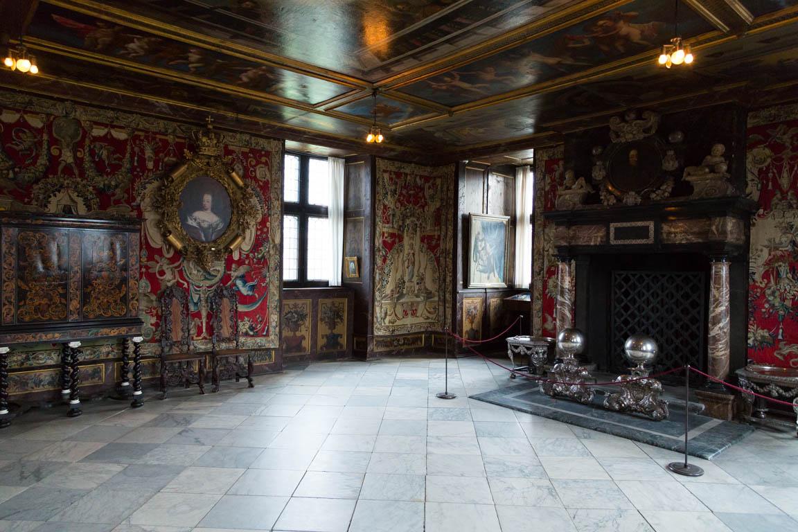 Inuti Rosenborgs slott