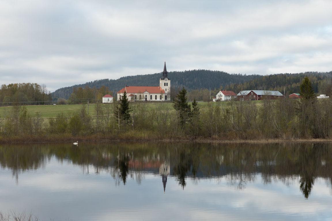 Vibyggerå kyrka vid Gällstasjön