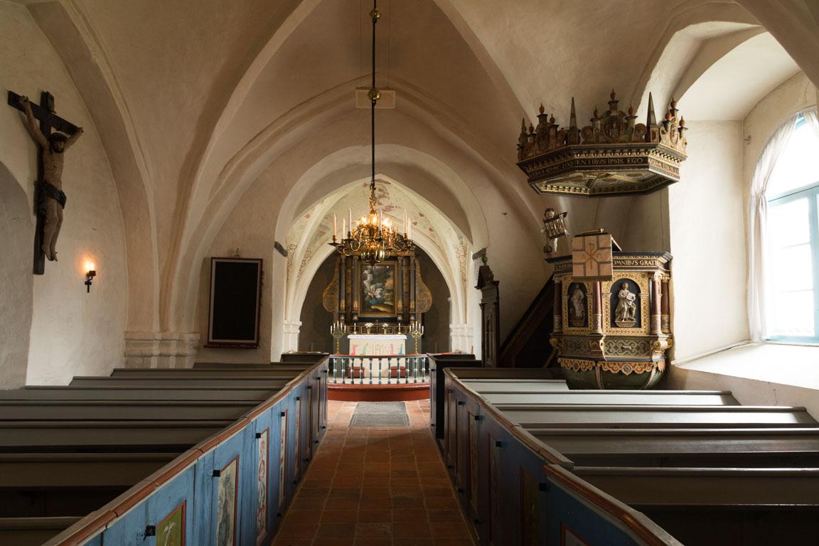 Inuti Ravlunda kyrka