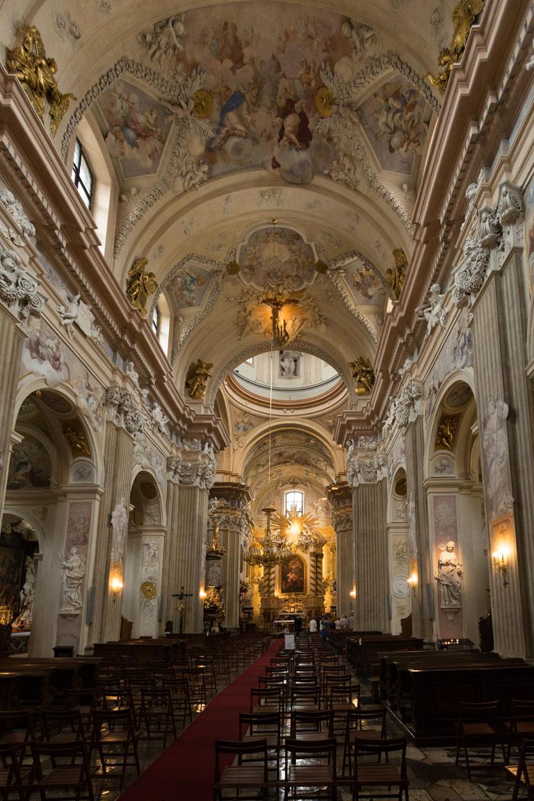 Inuti Church of St. Anne