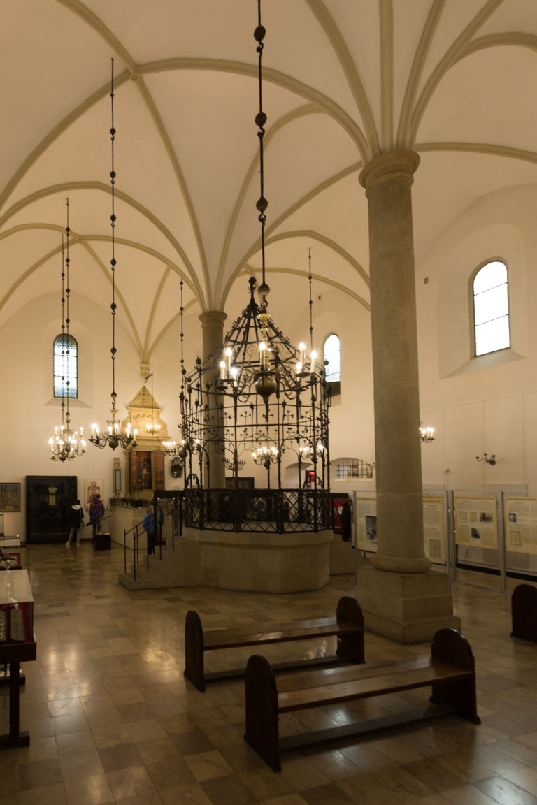 Inuti gamla synagogan